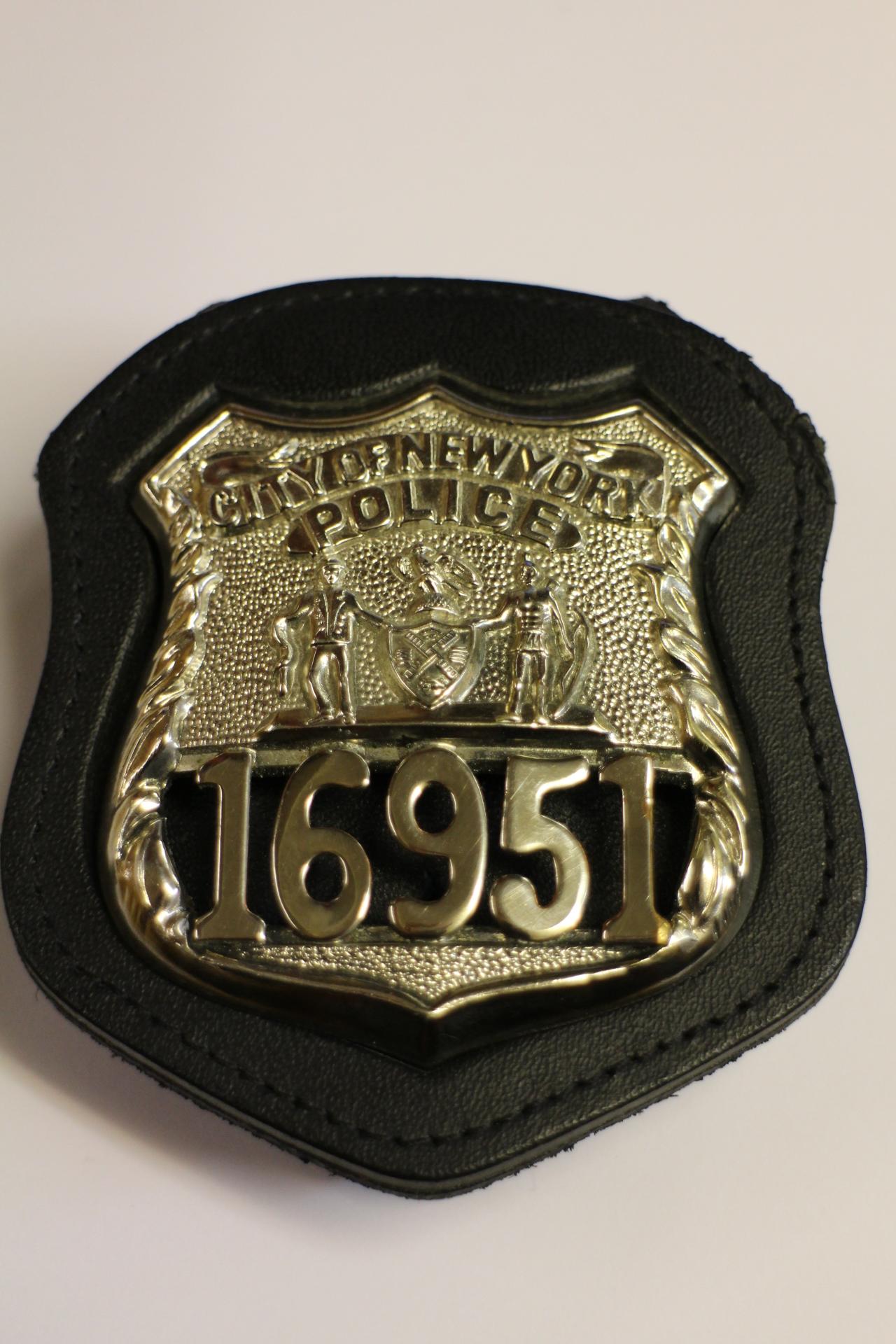 city of new york police mit nummer badge mit holder. Black Bedroom Furniture Sets. Home Design Ideas